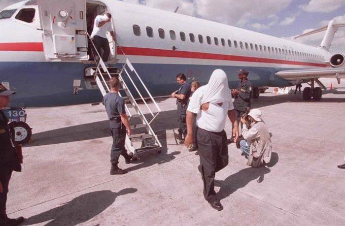 Estados Unidos repatria grupo de 69 dominicanos