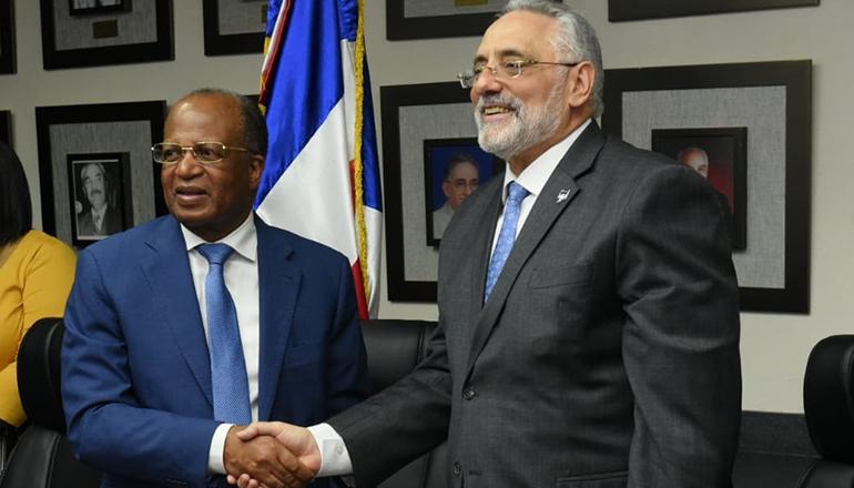 Lidom y OMSA ratifican acuerdo